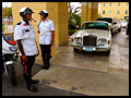 Bruiloft op de Bahama's: De Limo met Escorte  - Bahamian Wedding: The Escorted Limo